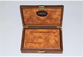 Holzbox Alcantara Auskleidung 1911